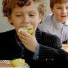 Кому мясо и сок, кому — колбаса и чай без лимона: школьников Екатеринбурга разделили на платежеспособных и бедных